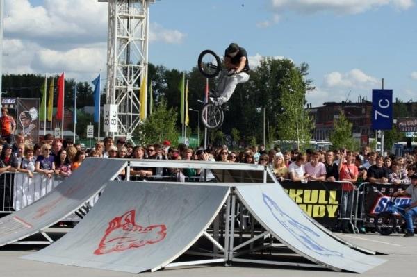 Мобильный скейт-парк для фестиваля Snickers Urbania