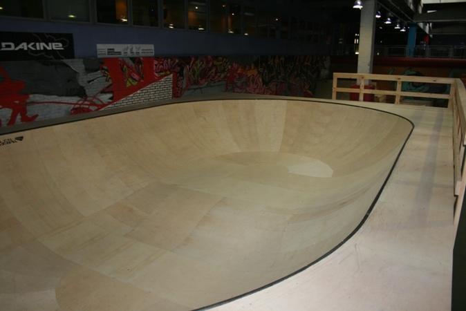 Фото Пул в скейт-парке Адреналин, г.Москва