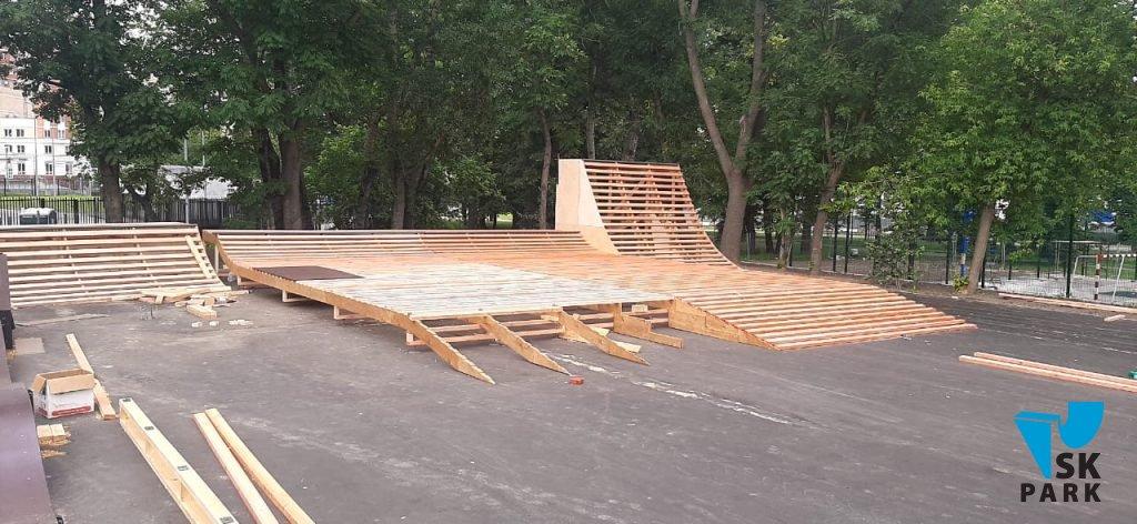 Компания SKPARK приступила к монтажу скейт парка и памп трека в Москве